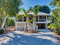 'By the Sea' Beautiful Cottage in Heart of Captiva Village