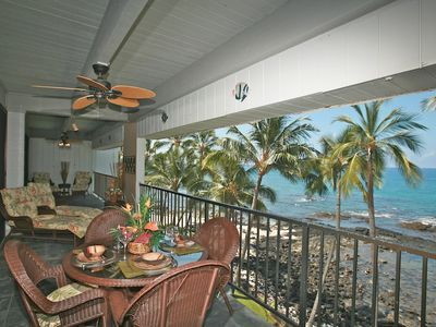 Huge Oceanfront Lanai with Lots of Lounging Space!