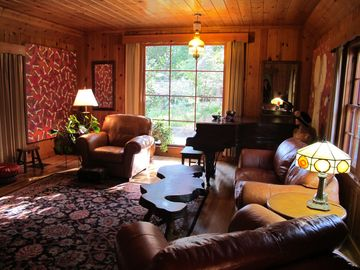 Idyllwild estate rental - Large living room with 10 ft. ceilings