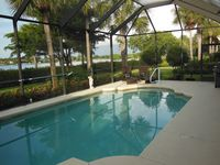 Luxury Waterfront Vacation Home - Great Location
