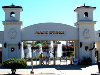 Magic Springs & Chrystal Falls; Theme & Water Park...just 10min. from Condo!