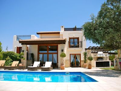 Villa With Large Private Pool, Stunning Views And Pretty Gardens