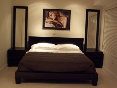Stunning bedroom, quiet and restful, king bed & luxury comfort Simmons mattress