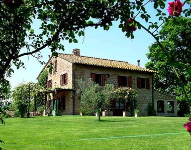 Detached villa with private pool in the hills. Quiet location and panoramic views