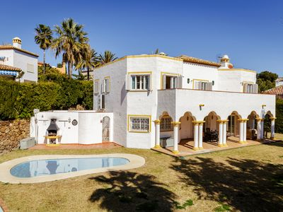 5 bedroom villa with pool can accomodate 9 people in Puerto Banus