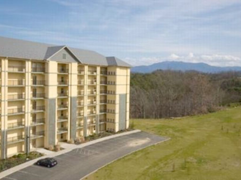 Luxury 3 BR, 2 BA Pigeon Forge Condo