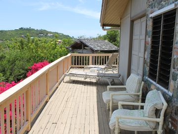 Lounge or sun on the wooden side deck