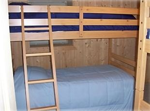 Lower floor Bunk room, Sleeps 4 (fun for the Kids!!!)
