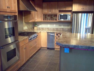 Kitchen with 6 burner stovetop and double oven