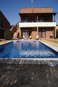House with garden and pool to the particular