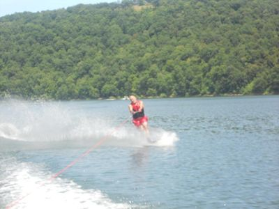Slalom or Waterskii