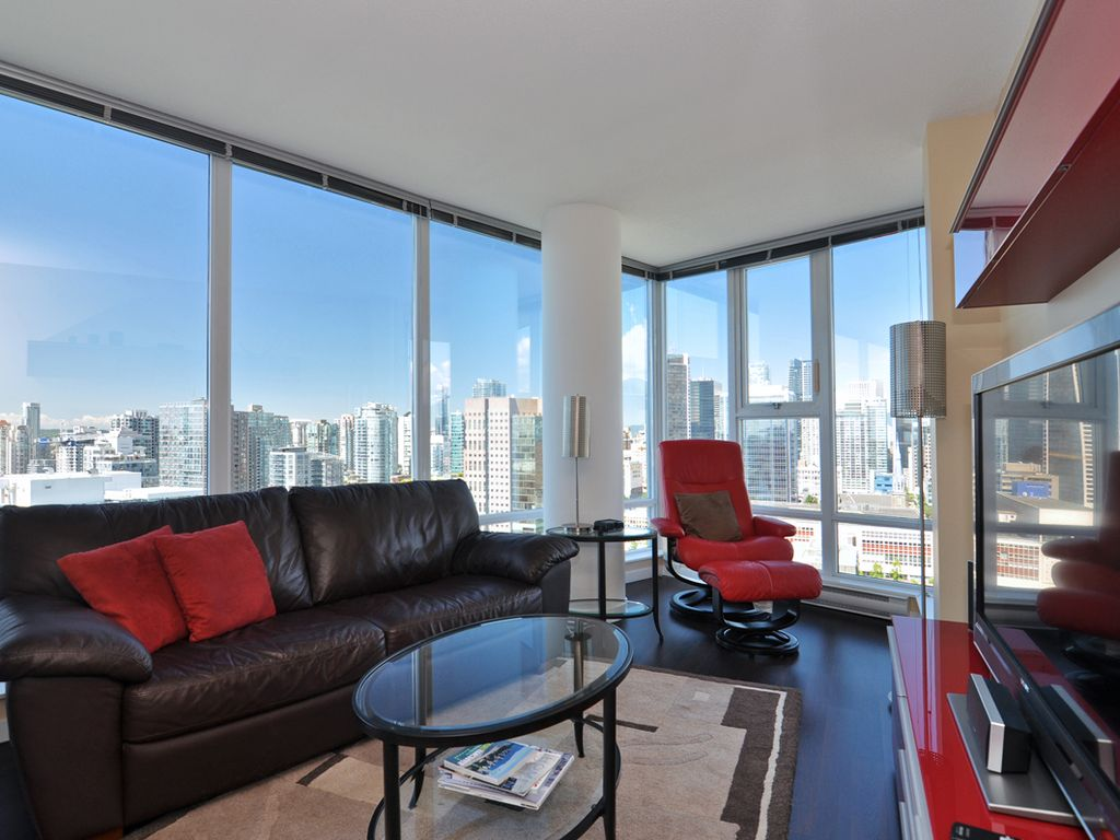 Downtown vancouver 2 bedroom condo with vrbo for Bathrooms r us vancouver