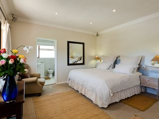 Constantia villa photo - Main Bedroom Xtra Length King size bed with on-suite bathroom