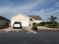 Lakeshore villa with wireless internet, Cable, Pool & more!!