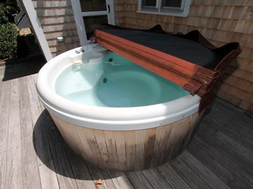 Hot tub - great for late night relaxation under the stars.