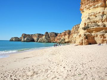 The beach Praia da Marinha is 3,5 km away