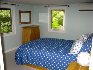 Wellfleet house photo - The queen bedroom with Tempur-pedic mattress has carpeting and A/C.