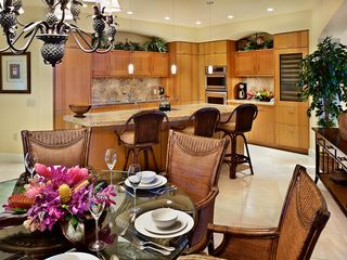 Wailea villa photo - View of Gourmet Kitchen with 5 Counter Seating.& Wine Cooler