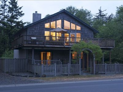 Cannon Beach and Rustic Elegance Awaits You and Family and Friends...
