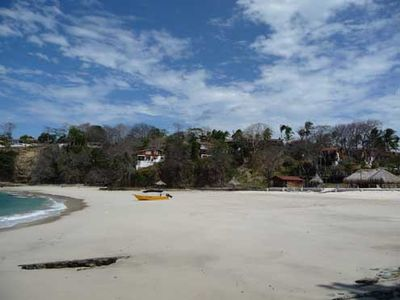 Pearl Islands villa rental - Contadora Panama - Playa Galeon at low tide - with Villas in background
