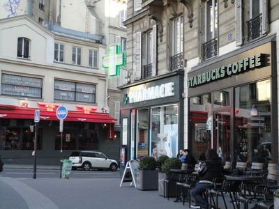 9th Arrondissement Opera apartment rental - Sip a coffee at the foot of Moulin Rouge