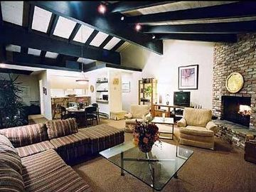 Incline Village condo rental - Large Living Room Dining Room