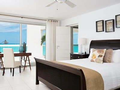 Master Bedroom (Wake up to the Ocean View)