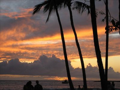 THE MOST BEAUTIFUL SUNSETS ARE ON THE BIG ISLAND