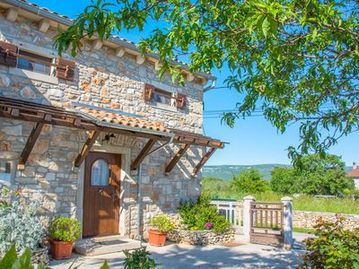 Small stone house with fireplace and garden, just 3 km from the sea