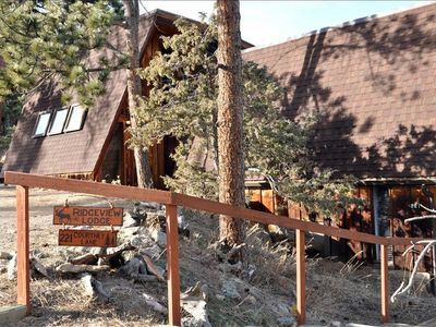 Welcome to Ridgeview Lodge! Nestled in the trees and has a nice large driveway.