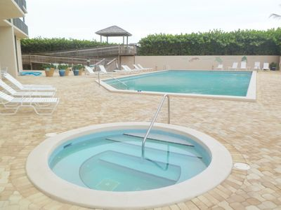 Heated swimming pool and Jacuzzi