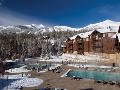 New Year's Week Ski-In Condo! Pools, Hot Tubs, Grill, Bar, Lots Of Amenities!