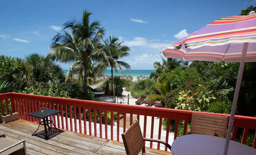 Romantic Coquina Cottage on the Beach – Best Location