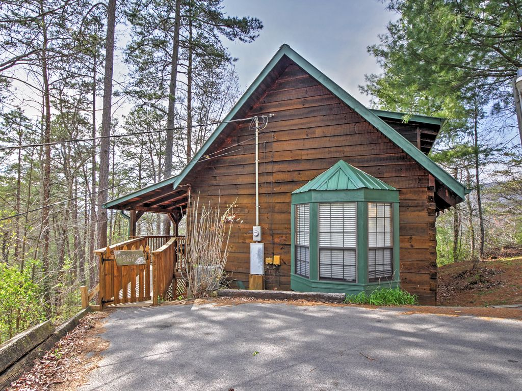 Mountain rose log cabin buy 5 nights or vrbo for Smoky mountain cabins with fishing ponds
