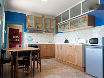 Bright kitchen in Le 111 (3)