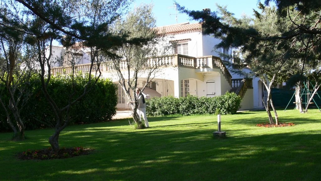 Mansion 10 km sea pool 10x5 protected garden 1500m2 for Gartenpool 10x5