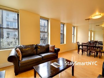 Midtown Manhattan apartment rental - 3 BR Apt 3B - Living Room