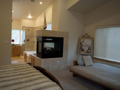 Meyers chalet rental - Fireplace, Jacuzzi and Shower in the Master Bedroom 1