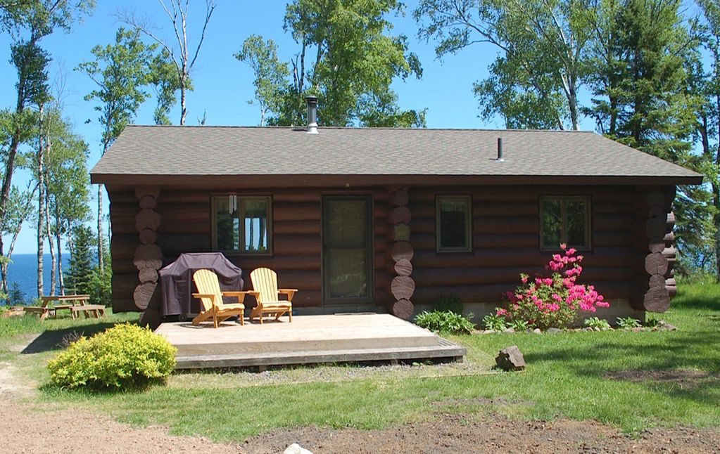 Palisade log cabin on lake superior 39 s north shore 2 br for North shore cabin rentals