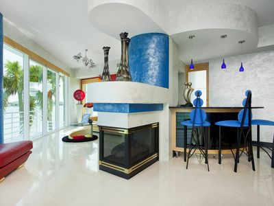 St Pete Beach house rental - wet bar, fireplace,separate sitting room