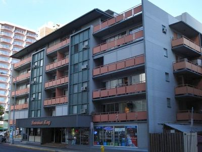 Hawaiian King Condo on Nohonani Street showing WWC Enclosed Lanais