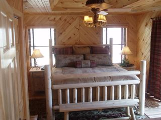 Lake Nantahala lodge photo - Master Bedroom with King Bed
