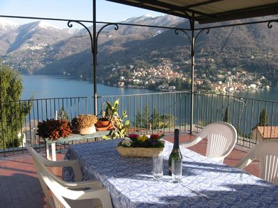 Lake-view apartment with large sunny terrace in Moltrasio