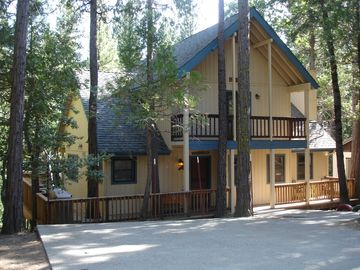 Yosemite National Park house rental - Front of Friends Lodge in Yosemite