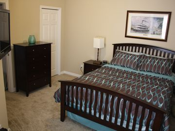Queen bedroom. A great space to relax. 32 inch HDTV.