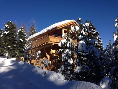 Luxury 10 person ski chalet famiie and friends at the rink