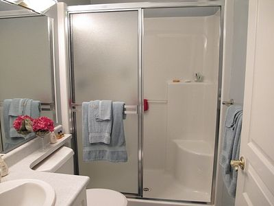 Victoria condo rental - Well appointed bathrooms.
