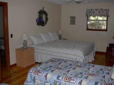 Beaver Lake house rental - King Bed & 2 Twins