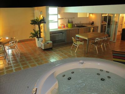 Top Floor Terrace, Jacuzzi, BBQ, Lounge Chairs, Full Bath, Etc....