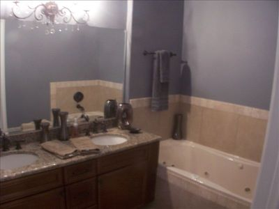 Multi jet - Roman shower, double vanity, Jacuzzi tub